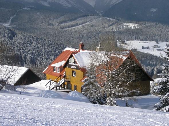 http://snow.cz/images/articles/edee1db749613d353541e05579a03e90/na%9Ae%20bouda.jpg